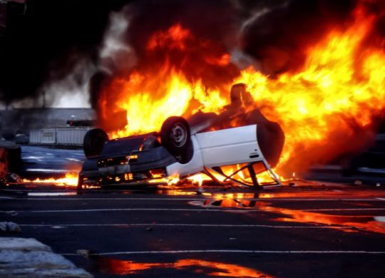 vehicle-overturned-in-flames-picture-id473013702